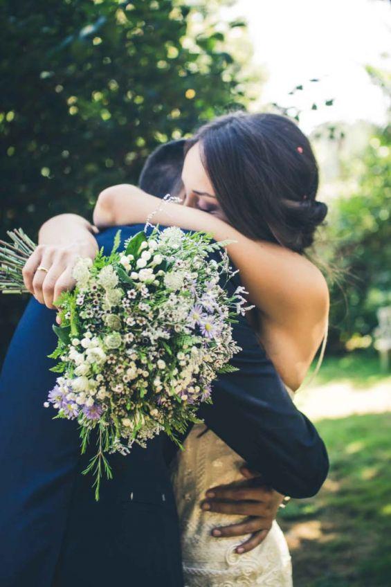 El primer abrazo de los recien casados