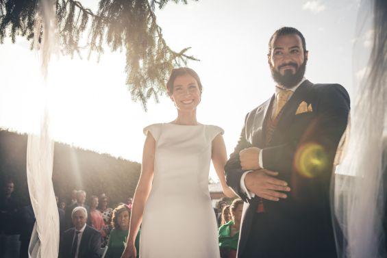 los novios durante la ceremonia civil