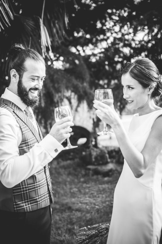 brindis con champán de los recién casados